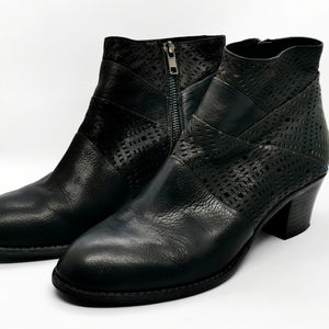 Top End Ankle boots Black Booties Leather womens sz 40 side Zip